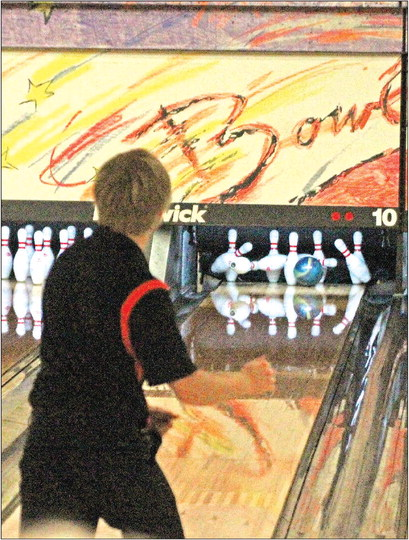 Comets bowl best round in program history in first meet