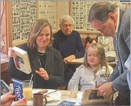 Look for leaders against Clinton, Mike Huckabee tells Iowans