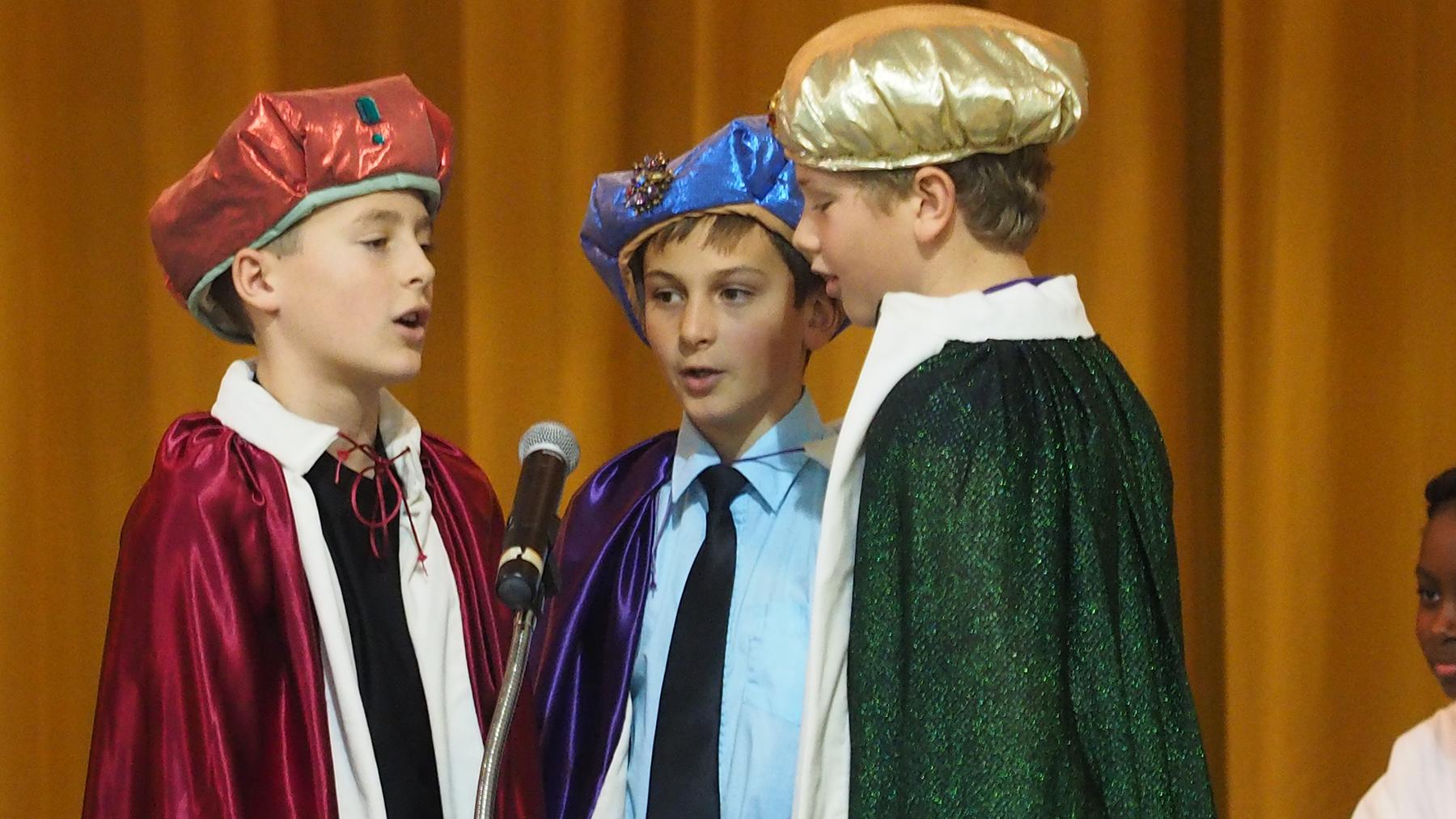 IC students perform Christmas program