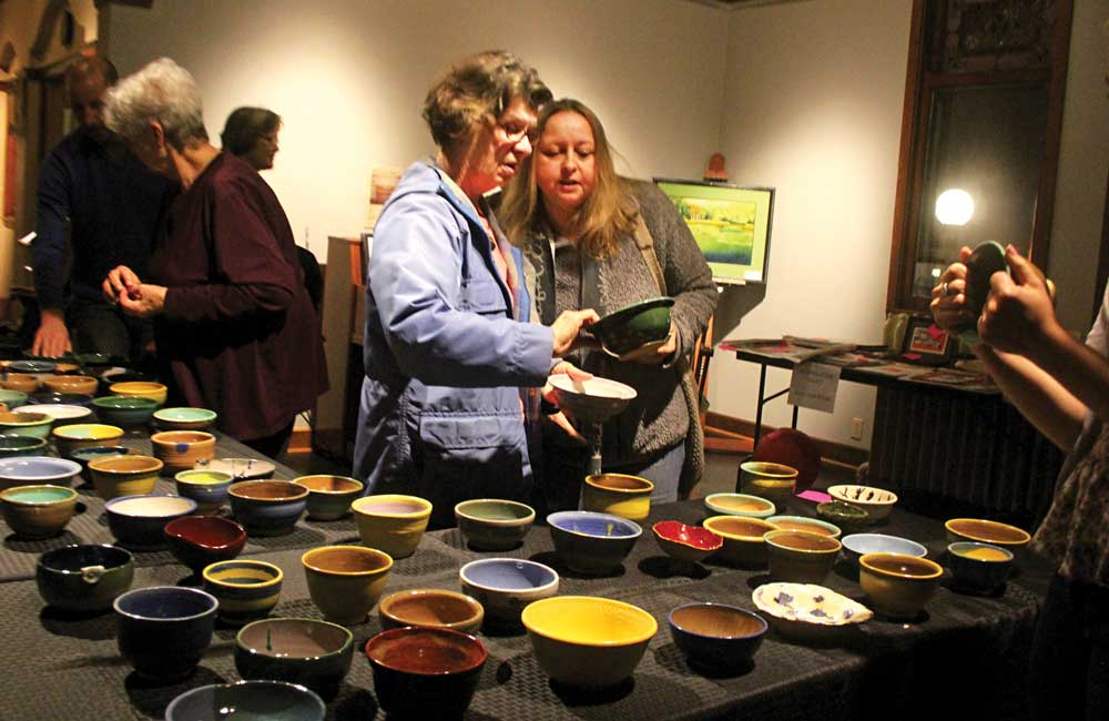 GALLERY: Filling bowls for the food pantry