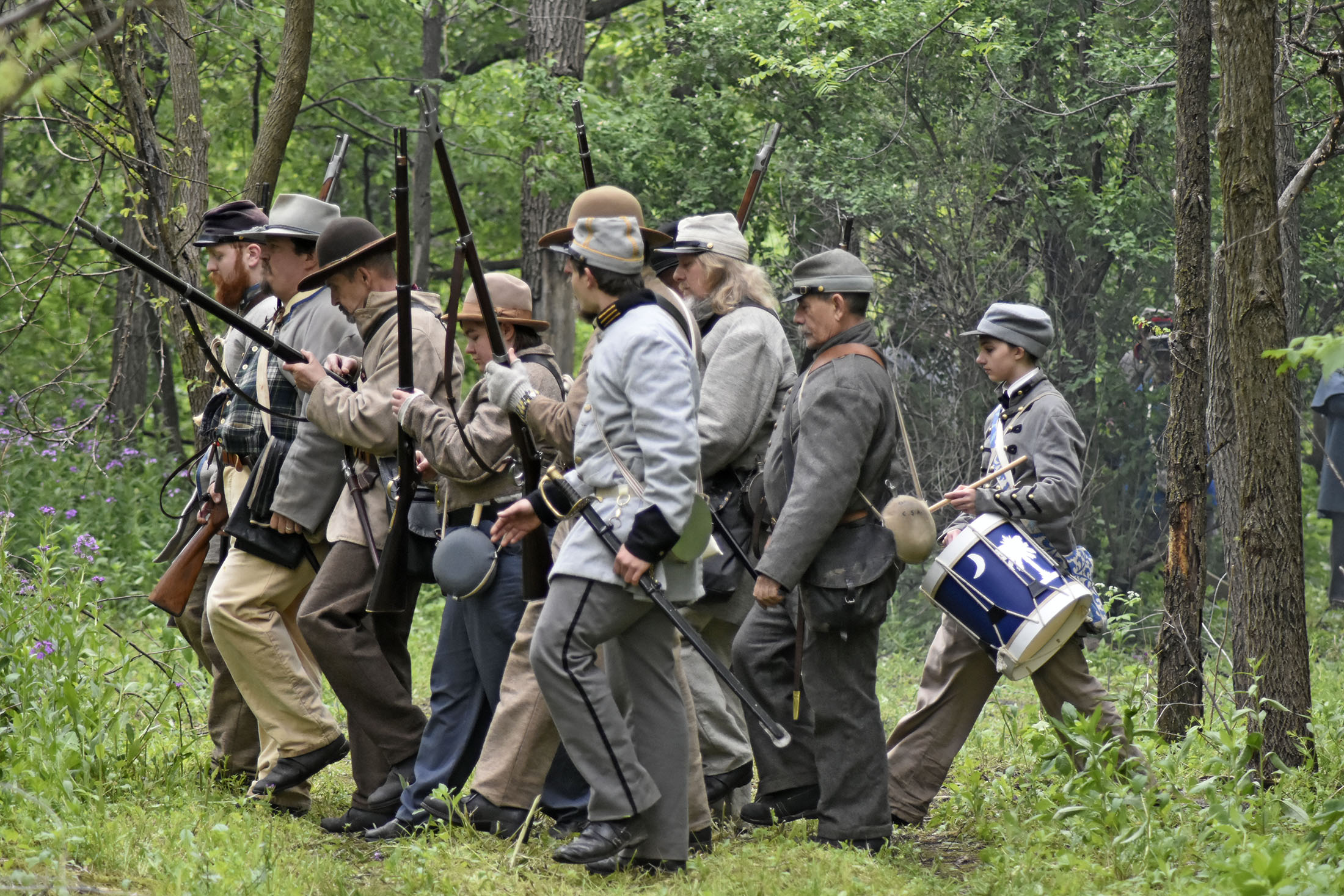 Rain doesn't dampen the spirit of the Civil War Re-enactors