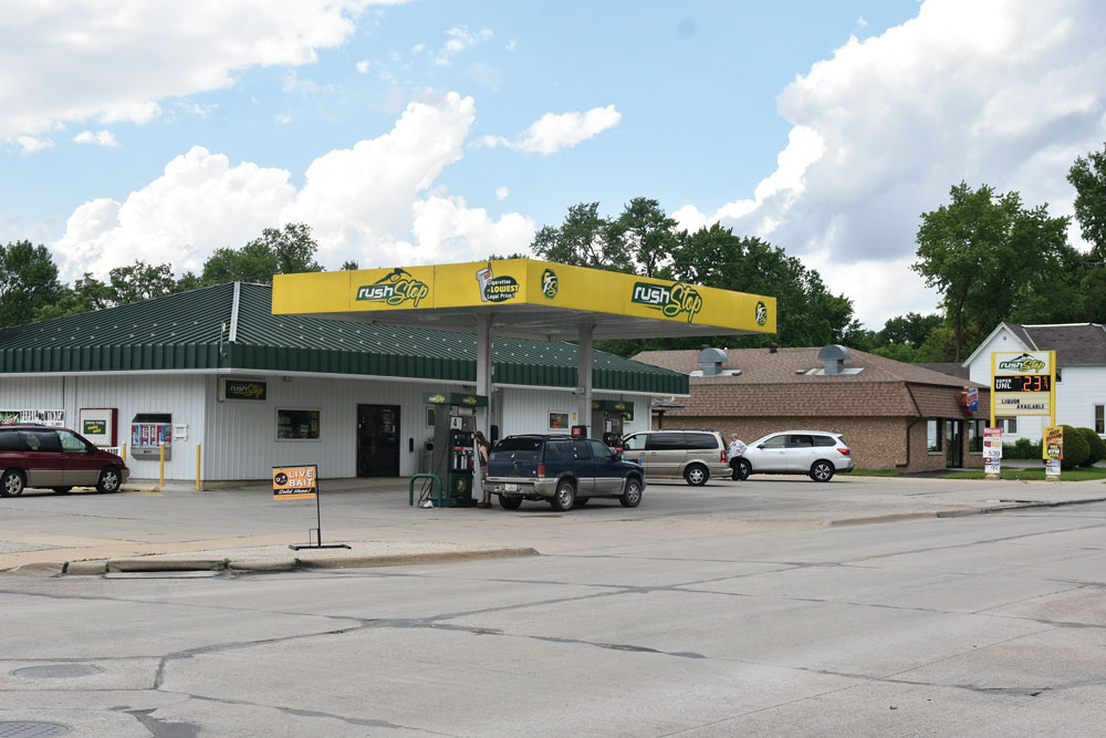 Charles City convenience store robbed Sunday morning