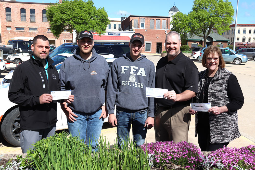 Charles City banks donate money for downtown planters
