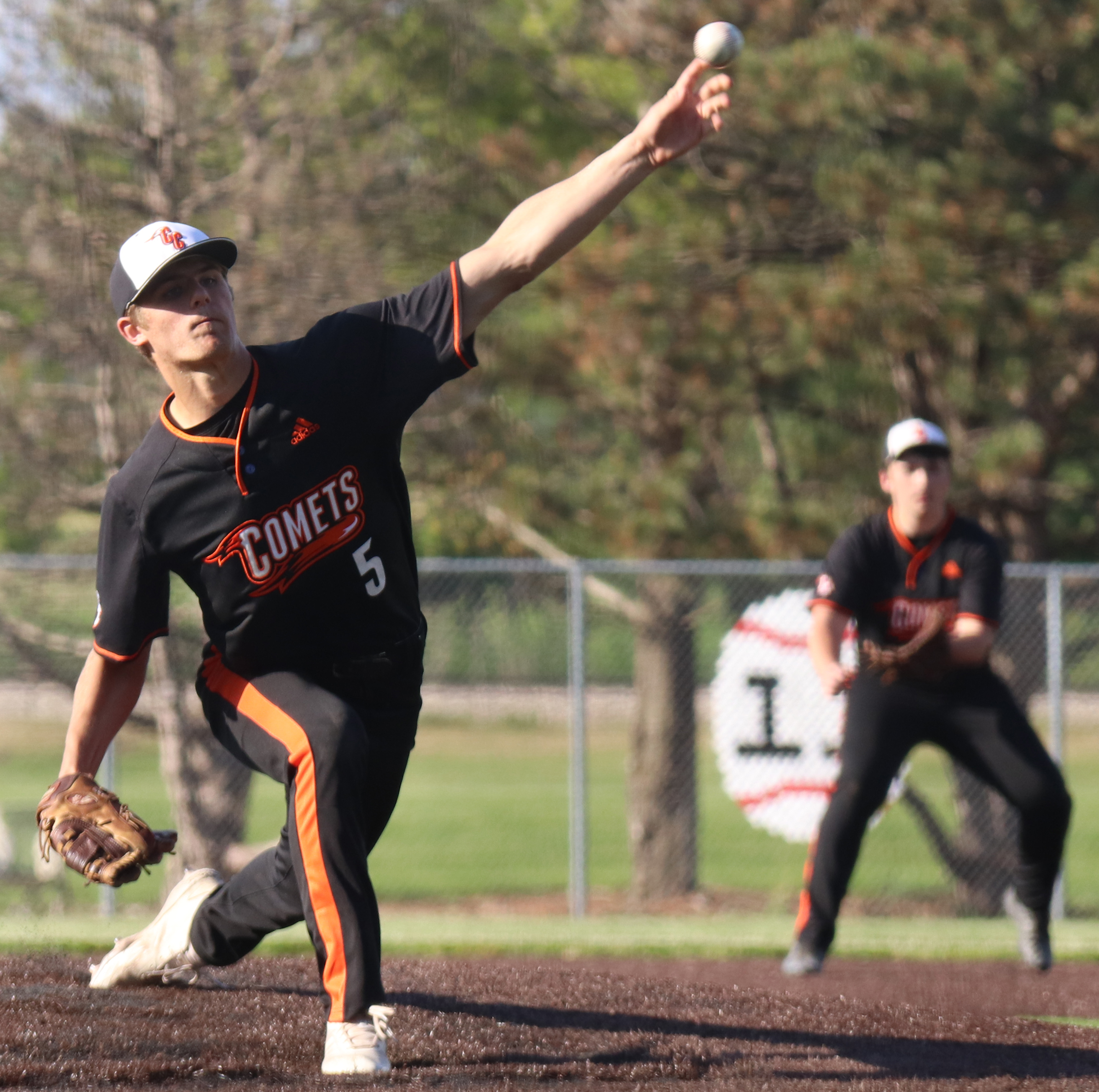 Comets split dramatic doubleheader with Go-Hawks