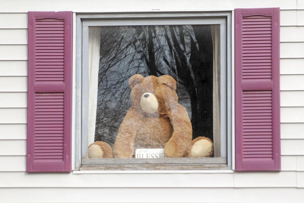 Charles City residents beat boredom with 'bear hunt'