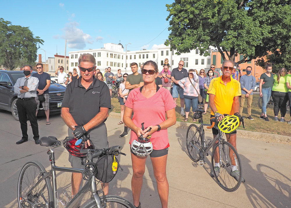 Scores of bicyclists turn out for memorial ride for Charles City woman Bengtson