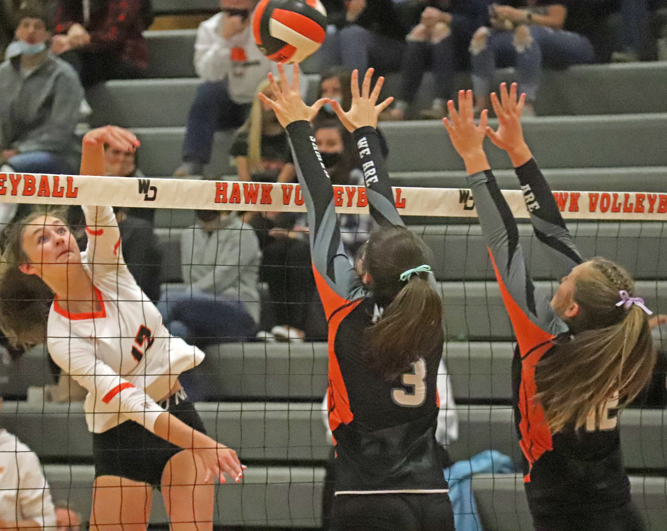 Comets fall to Hawks in volleyball regional semifinal