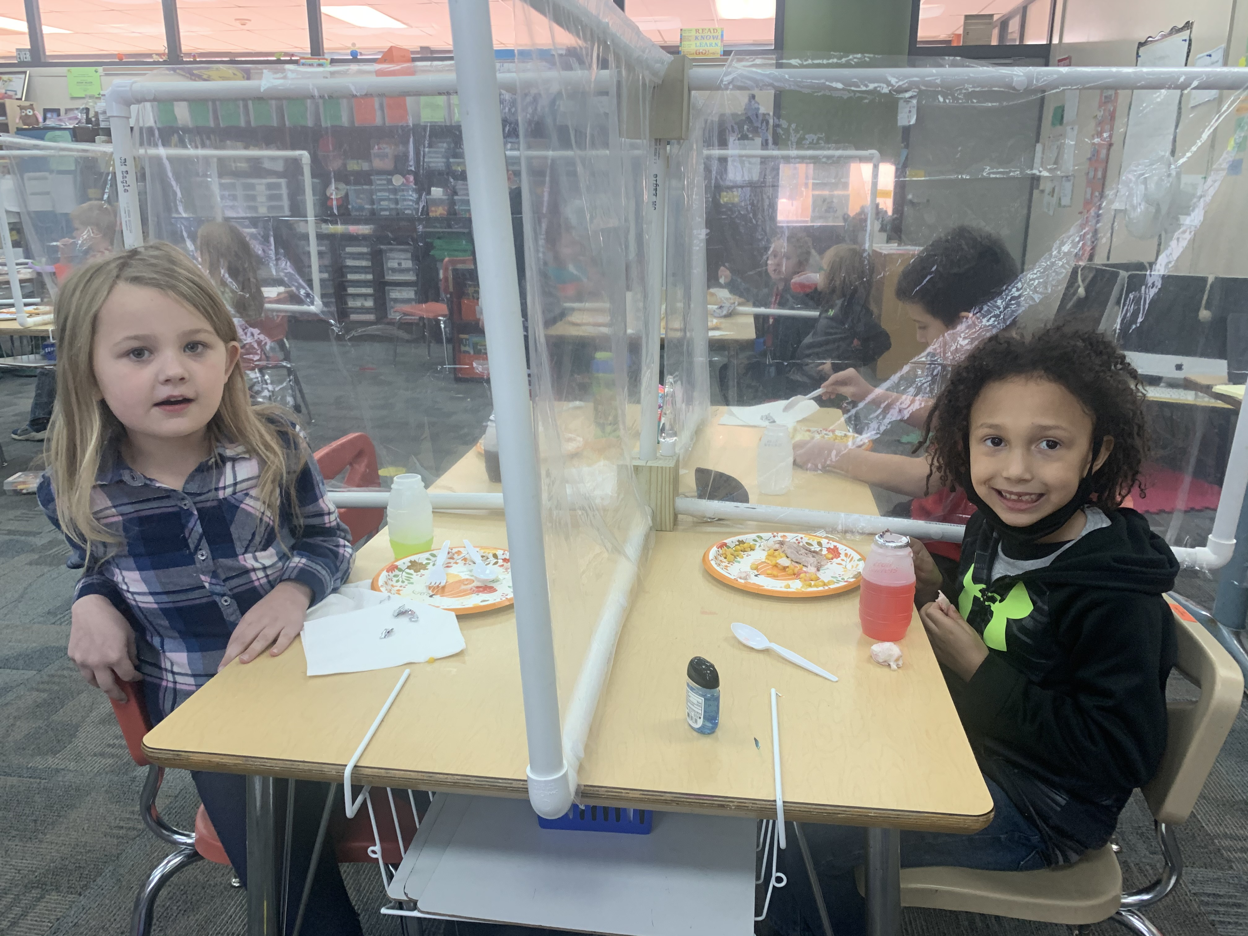 Elementary students enjoy traditional Thanksgiving meal