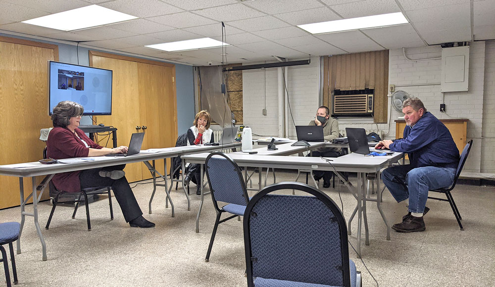 Split Floyd County board quickly turns down mask mandate proposal