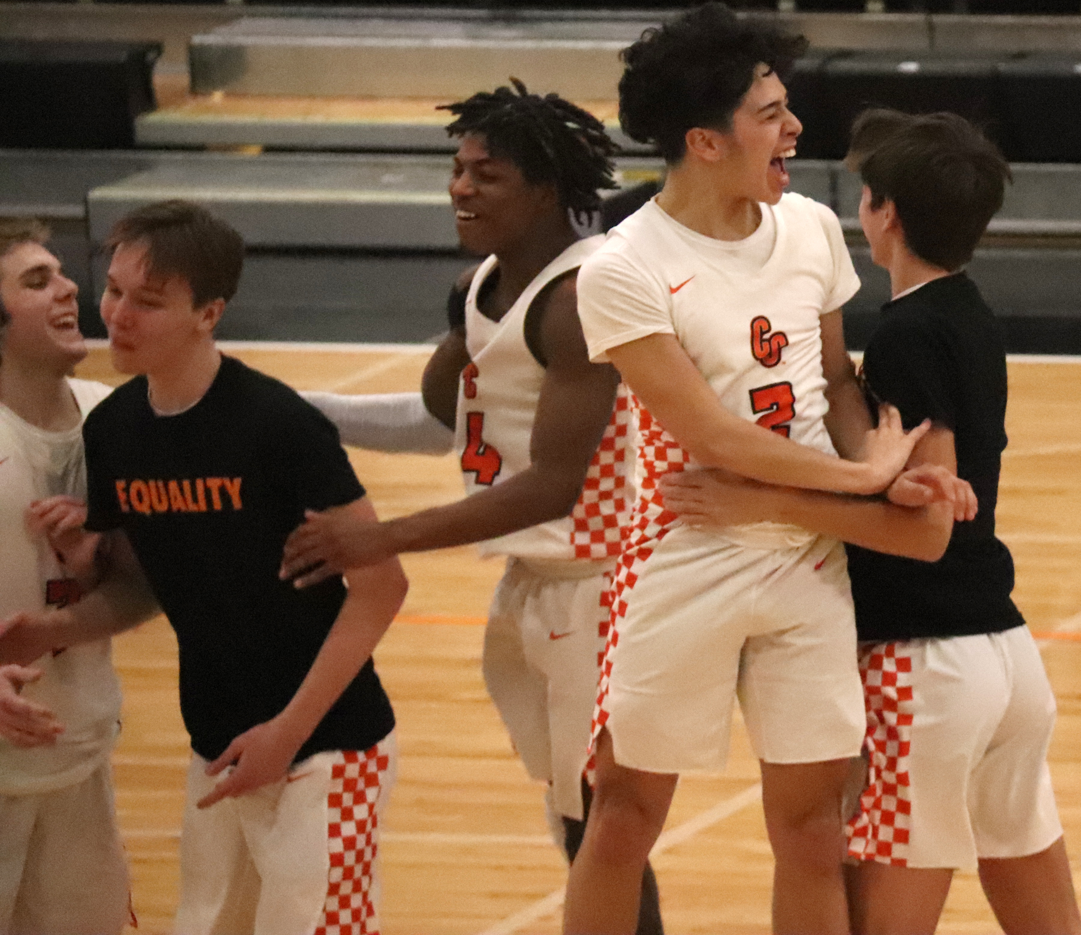 Comets close out regular season with come-from-behind home win (61-58) over Mohawks